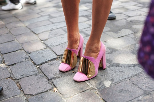 la-modella-mafia-Model-Street-Style-Fall-2012-Yves-Saint-Laurent-hot-neon-pink-gold-metal-pumps-8